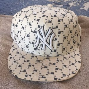 New Era Yankees Cap (very rare) Fitted 7 1/2